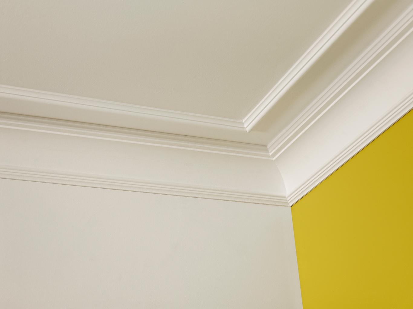 фото рем багетами потолка и обоями после термического воздействия
