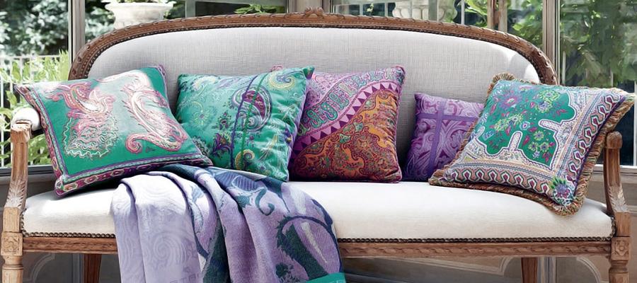 Советы декоратора: как правильно оформить комнату подушками фото