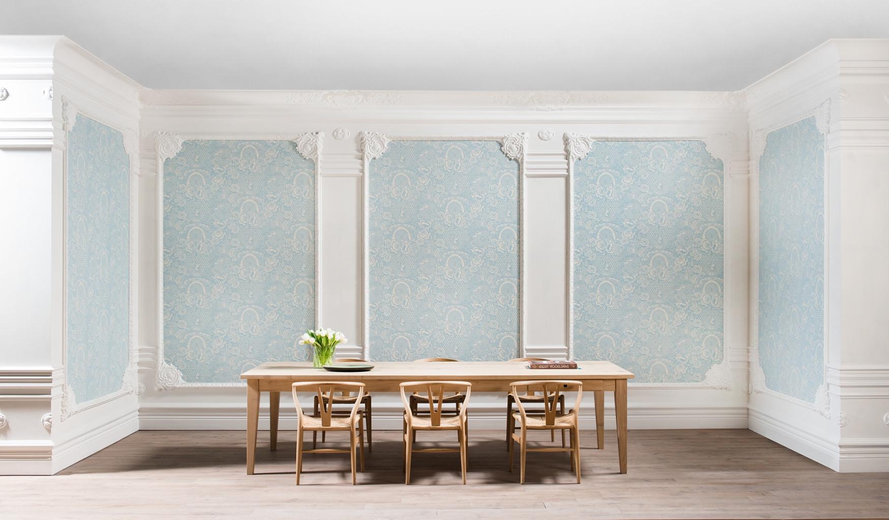 норникеле фото отделки декоративным плинтусом на стене модели